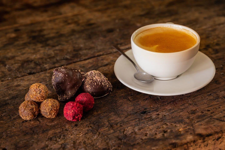 Nyd lidt hjemmelavet sødt til din kaffe på Restaurant Oluf Bagers Gård i Odense