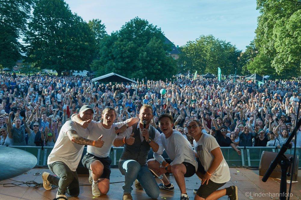 En stor havefest, når der er Torsdagskoncert i Kongens Have midt i Odense