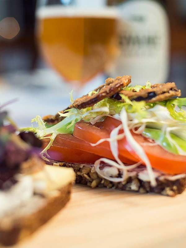 Vores smørrebrød er belagt med velsmag – bestil nu som takeaway i Odense